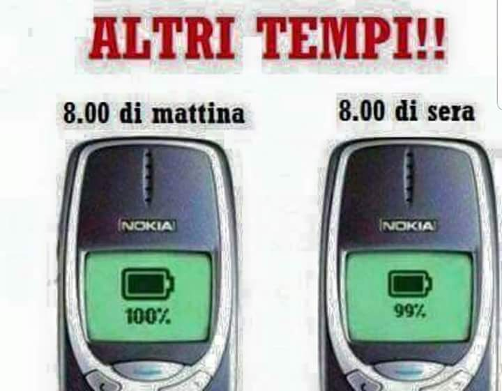 I vecchi telefonini Nokia immagini nostalgia anni 90 2000