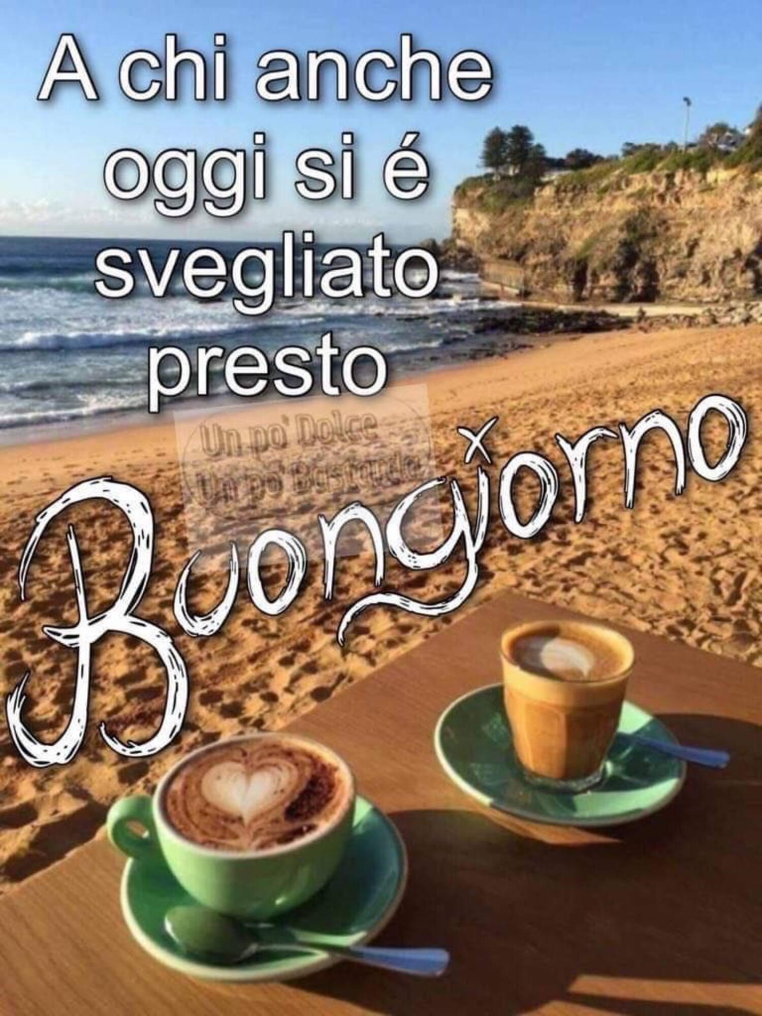 Buongiorno caffè al mare in spiaggia